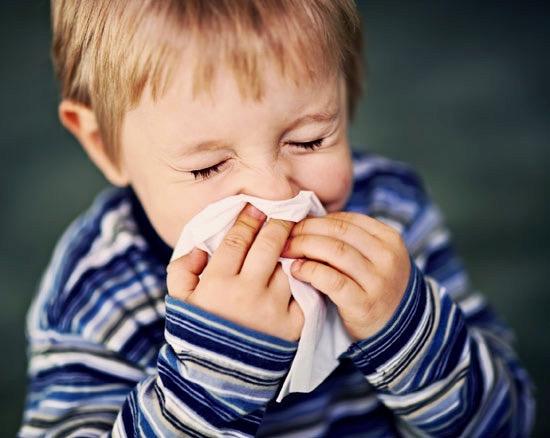 Είναι αλλεργία ή κρυολόγημα; Πώς να καταλάβετε τη διαφορά.